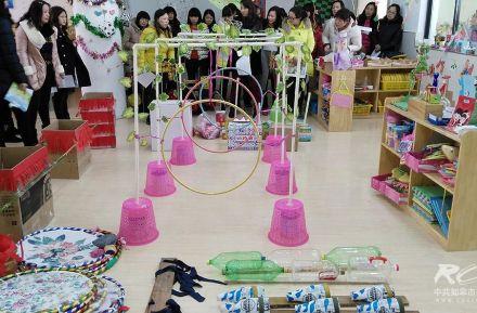 安定幼儿园开展自制户外体育教玩具评比活动一角