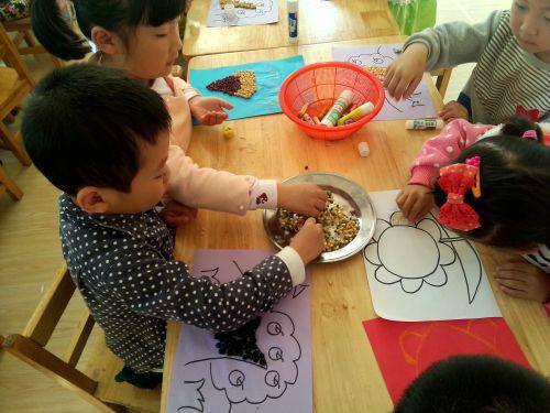 """健康幼儿园开展""""金秋种子贴画""""活动 培养孩子动手能力"""
