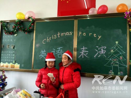 如皋白蒲小学六5班开展了班级圣诞节活动6