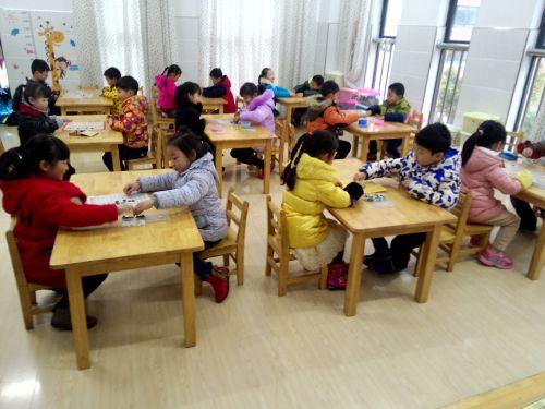 """健康幼儿园开展""""五子棋大比拼""""比赛活动"""