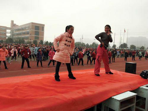 开发区实验小学:火热排舞  舞动幸福1