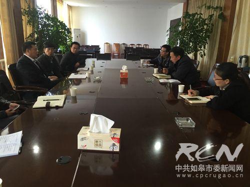 8 纪成如在吴窑镇听取人社所负责人工作汇报