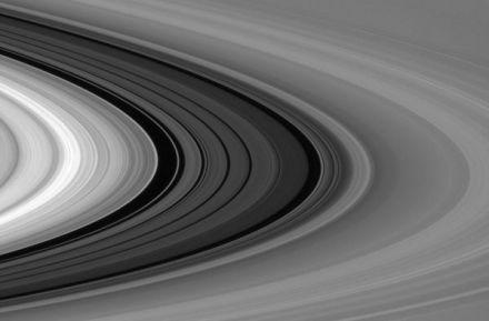 土星光环有多大?一个环缝就能塞进水星一角