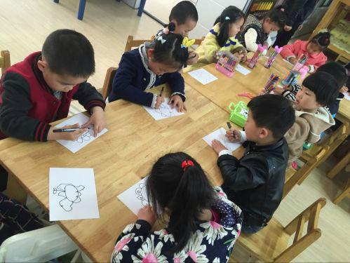 """健康幼儿园开展""""童眼看春天""""幼儿美术创意活动"""