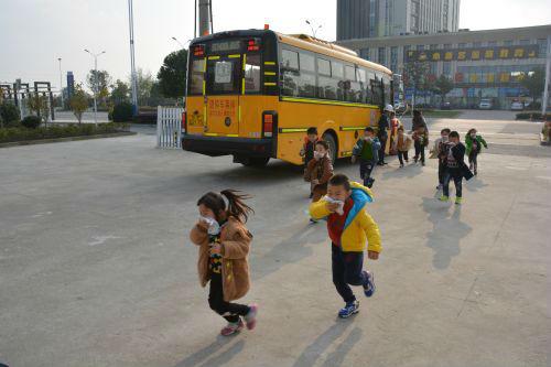 高新实验幼儿园开展校车安全事故应急演练
