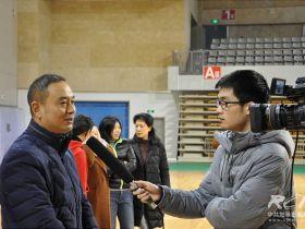 体育局领导接受采访