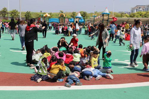 开发区实验幼儿园开展地震逃生疏散演练活动