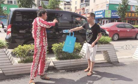 """""""夏季送清凉""""专项救助"""