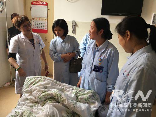 4 南通市第一人民医院的专家团队上门指导