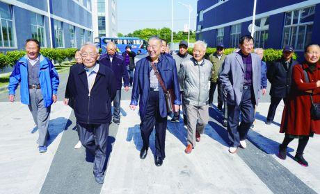 市政府办组织老干部参观经济社会发展亮点