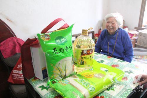 端午节包粽子公益活动4
