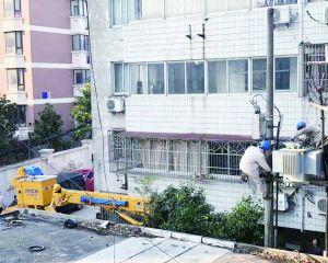 市供电公司对老小区海北新村进行设备升级