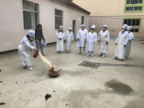 吴窑幼儿园开展食堂人员消防演练活动