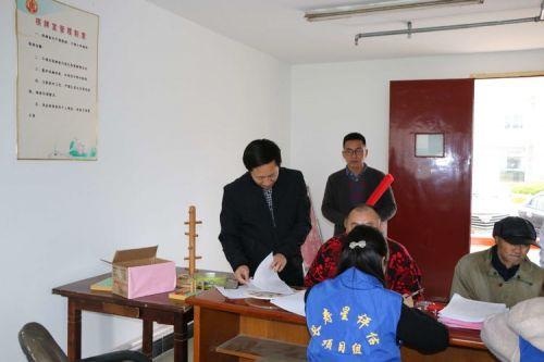 1  图为市民政局社会事务科科长彭卫兵亲临白蒲镇评估现场指导工作