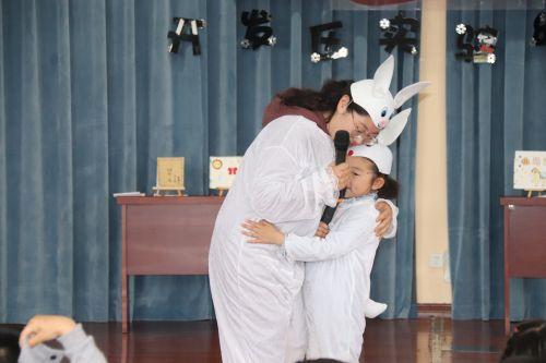 亲子故事表演《逃家小兔》