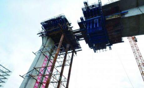 鹽通鐵路跨中山東路連續梁緊張施工 預計10月上旬合龍