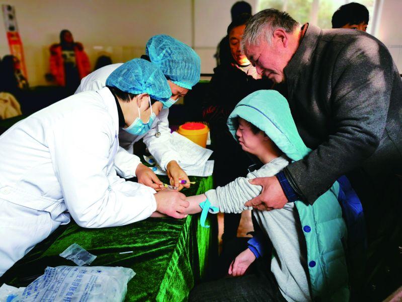 市第二人民医院为特殊教育学校学生进行健康体检,关注特殊儿童身体健康。