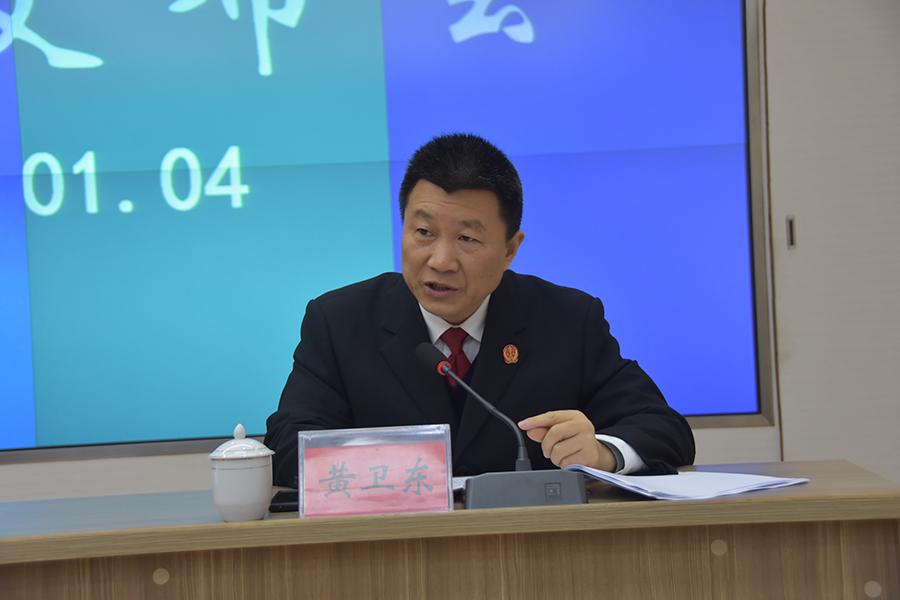 党组成员、副院长黄卫东回答记者问题