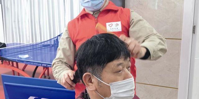 市供电公司:退伍兵化身理发师 解决员