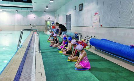 暑假游泳培训火热