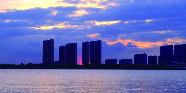 日落时分 龙游湖风景区格外美丽